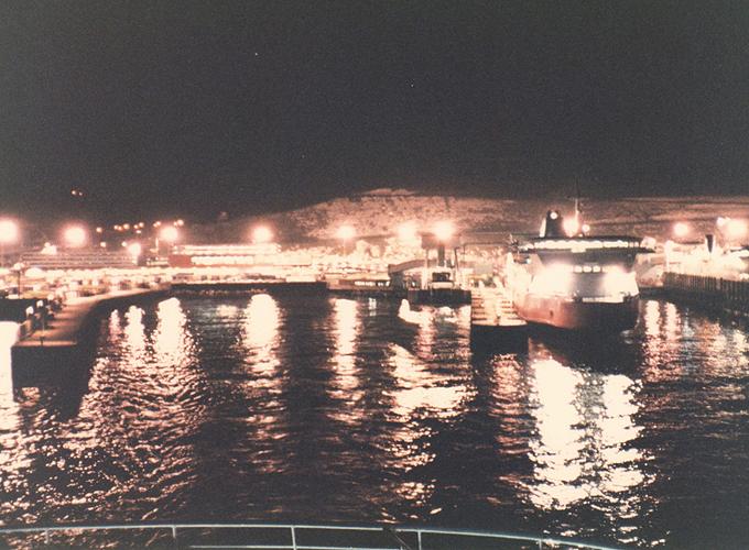 アムステルダム。I cross the Strait of Dover.