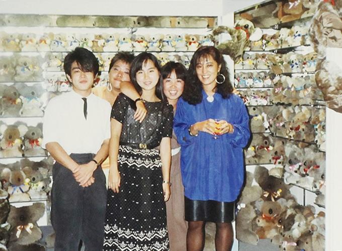 オーストリア・サーファーズ・パラダイス。With Jap girls staff.