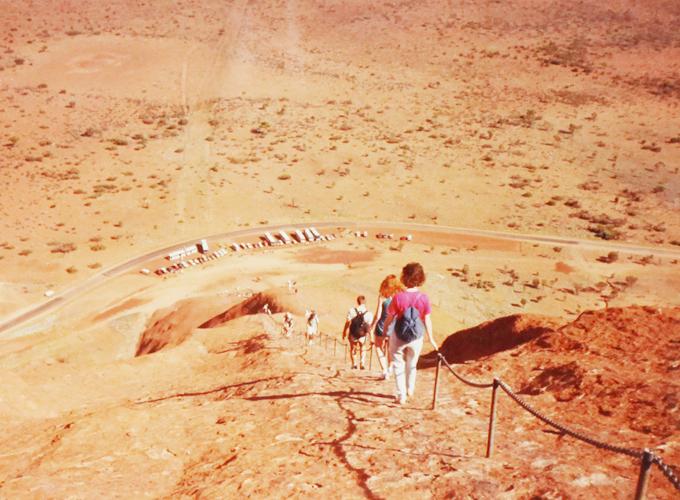 エアズロック・オーストラリア。Climbing Ayers rock.