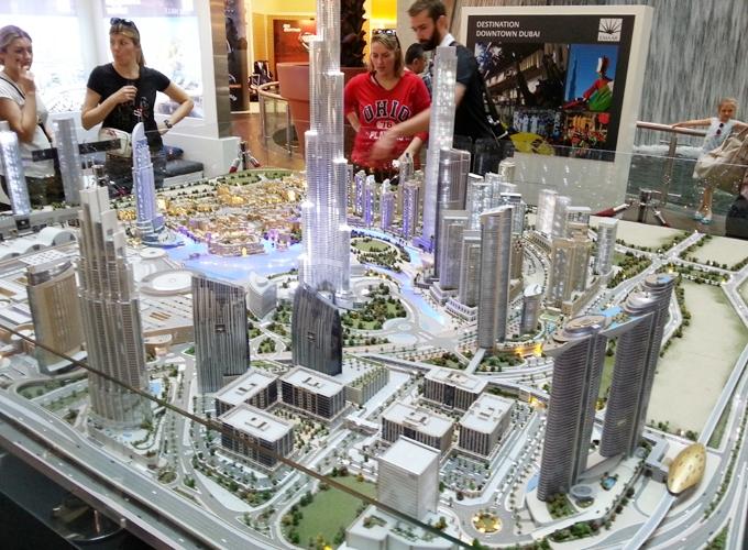 ドバイ。近代都市ドバイの模型(Model of modern city Dubai.)