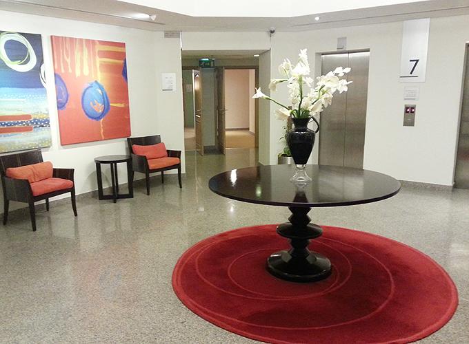 ドバイ。エレベーター・ホール(the elevator hall in Arabian Park Hotel.)