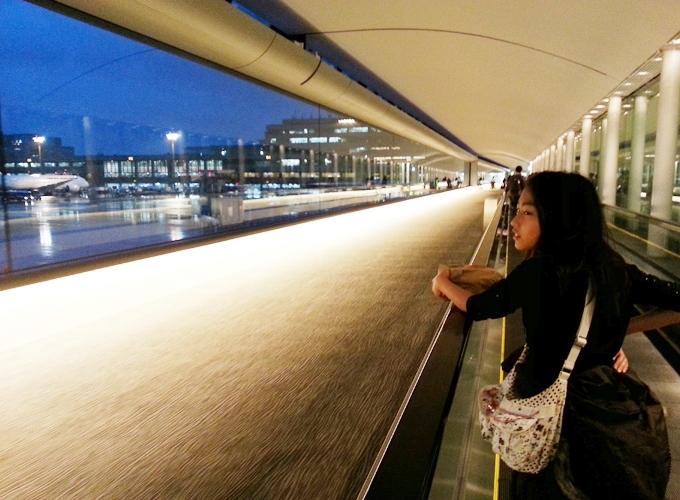 成田国際空港の長い廊下