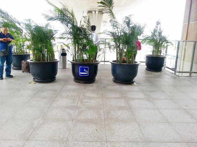 香港国際空港 2階外の喫煙コーナー