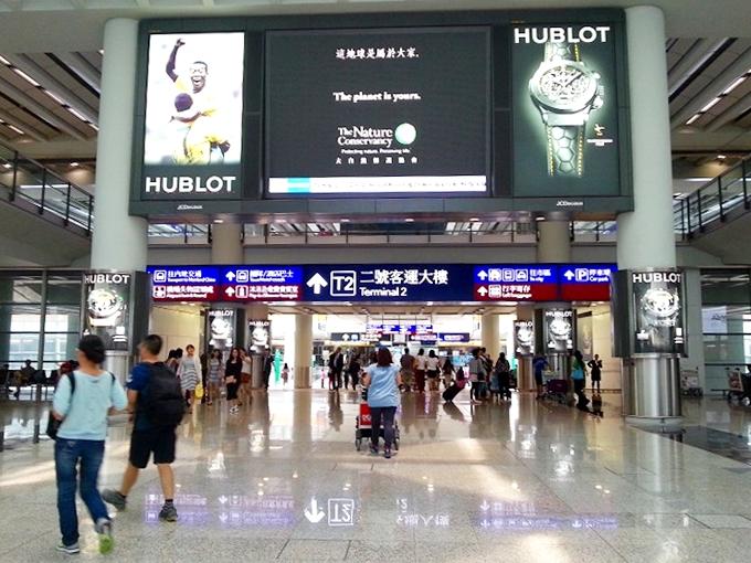 香港国際空港 第二ターミナルへのコンコース