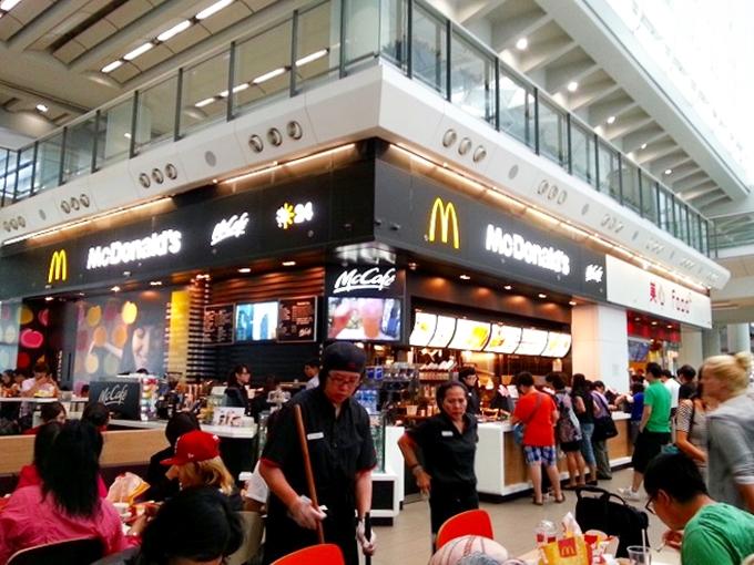 香港国際空港 到着ロビーのマクドナルド