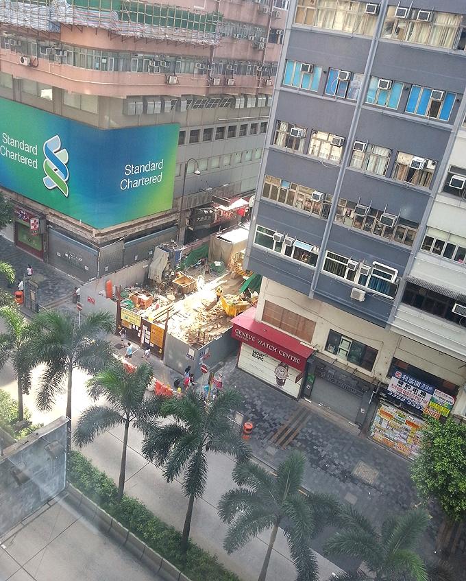 香港九龍 尖沙咀 ホテルの窓から見た朝のネイザンロード/弥敦道