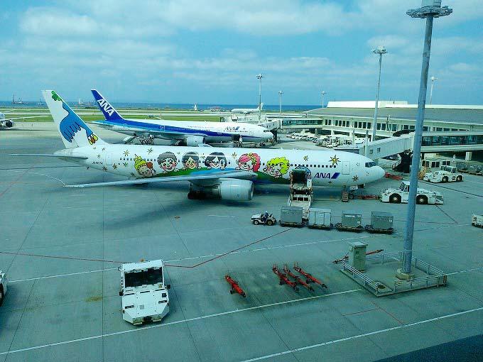 かわいいイラストの飛行機。ANAです。