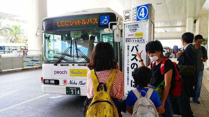 那覇空港LCCターミナルに行くにはこのバスに乗るしか方法がない。