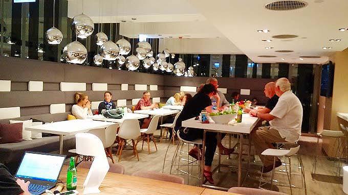 香港・九龍ハッピーアワー・オボロ ウェスト カオルーン(Hotel Ovolo West Kowloon.)
