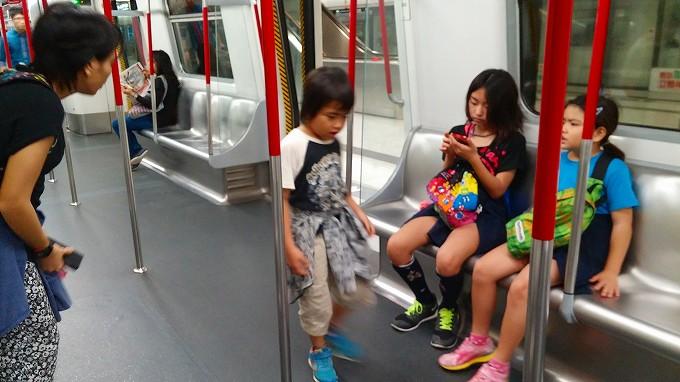 香港。MTR・九龍の波止場に向おう(To the Kowloon wharf.)