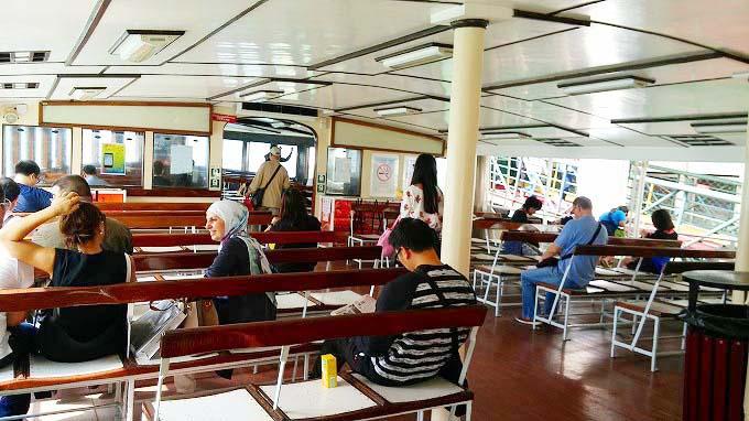 香港 九龍 スターフェリーに乗船(天星小輪・Star Ferry.)