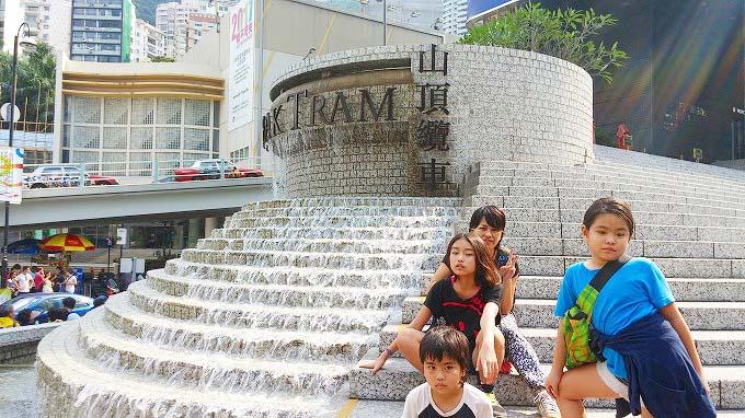 香港島 太平山 ピーク・トラム前 噴水