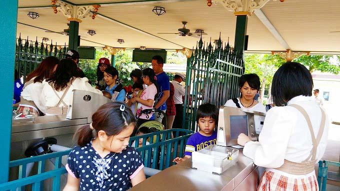 ゲートを通って…。- 香港ディズニーランド Part1(香港迪士尼樂園/Hong Kong Disneyland.)
