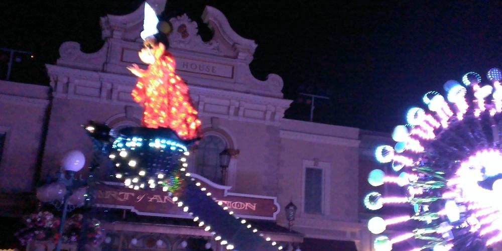 ディズニー・ペイント・ザ・ナイト。香港ディズニーランド(香港迪士尼樂園/Hong Kong Disneyland.)。