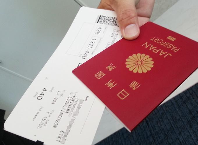韓国旅行。JIN Air boarding pass and my passport.