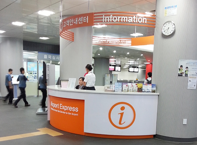 韓国ソウル旅行。Seoul Station Information counter.