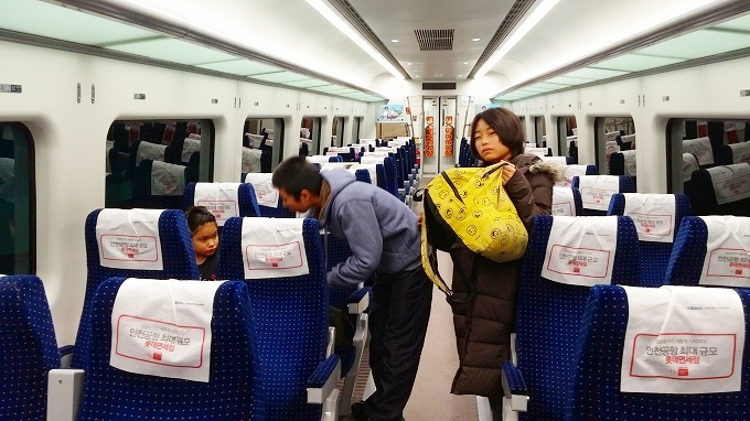 韓国、ソウル。AREX直行列車の内部 - ソウル市内へ(Way to Seoul.)