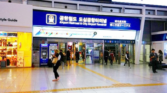 韓国、ソウル。AREX直行列車入口 - ソウル市内へ(Way to Seoul.)