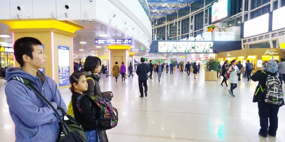 韓国。ソウル駅構内 - ソウル市内へ(Way to Seoul.)