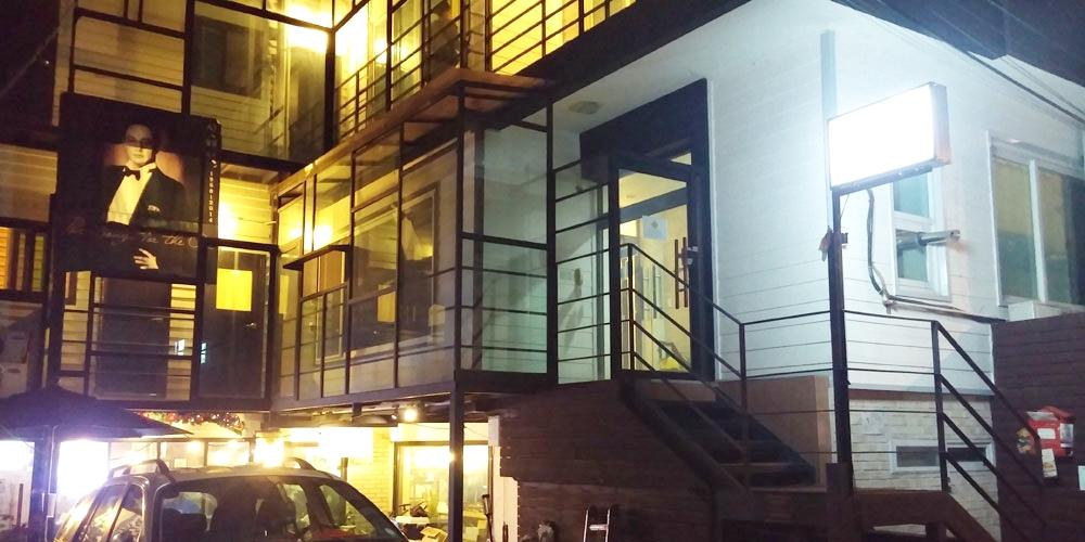 韓国ソウル。夜のインノ・ホステル