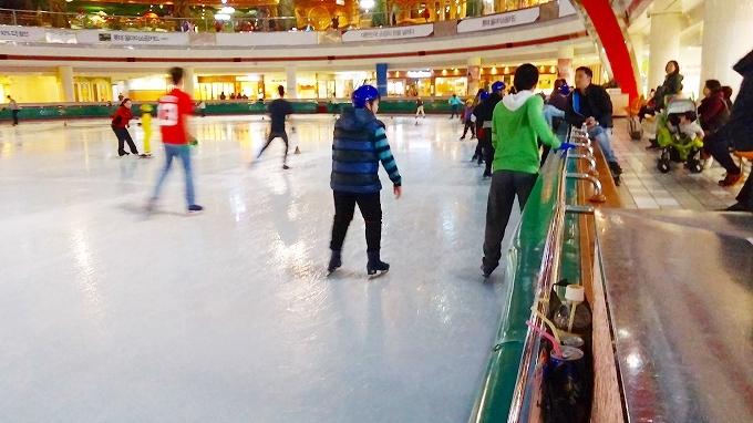韓国・ソウル。初アイススケート開始 - アイススケートリンク(Lotte World.)