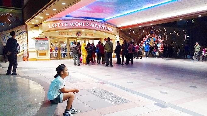 韓国・ソウル。妹妹を連れて周辺を散策 - アイススケートリンク(Lotte World.)