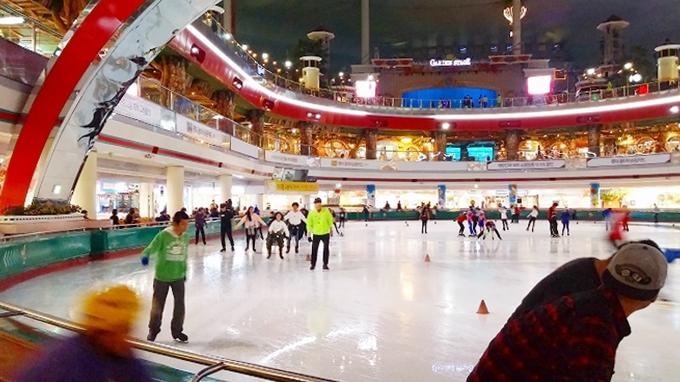 韓国・ソウル。アイススケートリンク(Lotte World.)