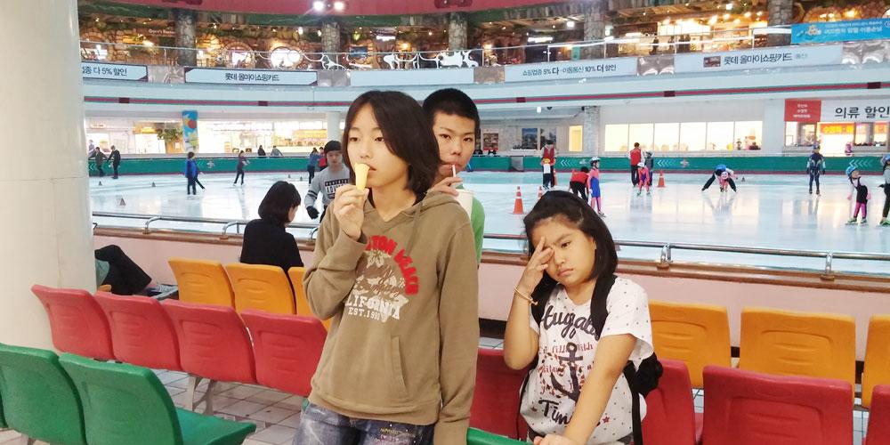 韓国ソウル。アイススケートリンク(Lotte World.)