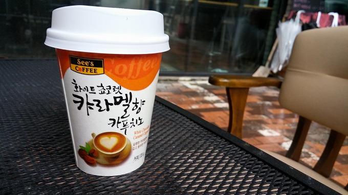 韓国・ソウル。カップのコーヒーを買う - 明洞へ(The way to Myeong-dong.)