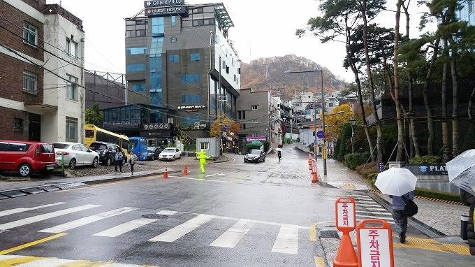 韓国・ソウル。ソウルメトロ4号線・明洞駅 - 明洞へ(The way to Myeong-dong.)