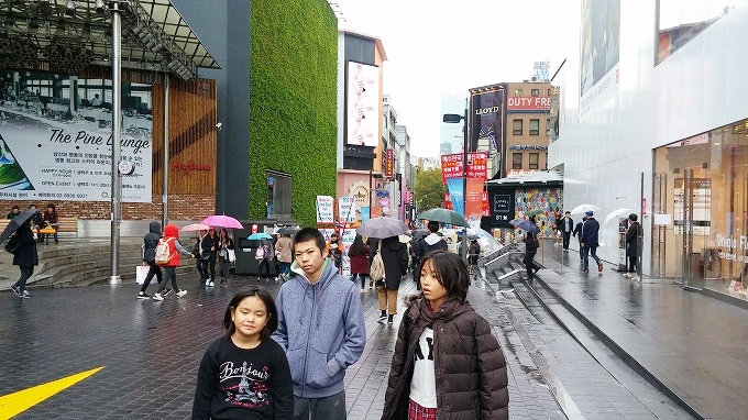 韓国。ソウル。ミリオレ前。 - 明洞中区(チュング)散策(Walk in Myeong-dong.)