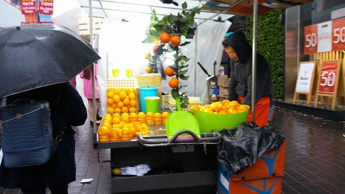 韓国。ソウル。フレッシュフルーツジュースを売る屋台。 - 明洞散策(Walk in Myeong-dong.)