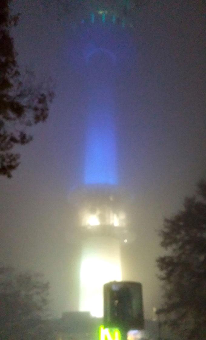韓国。ソウル。Nソウルタワーが出現。 - 南山ケーブルカー(N Seoul Tower.)