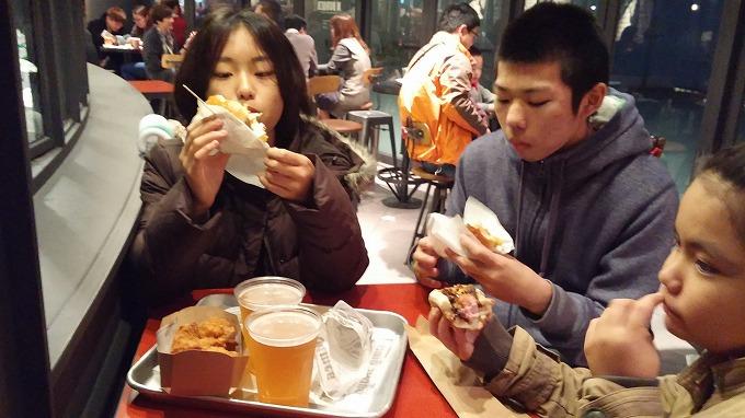 韓国。ソウル。チキンとビールダブルのセット - Nソウルタワー(N Seoul Tower.)