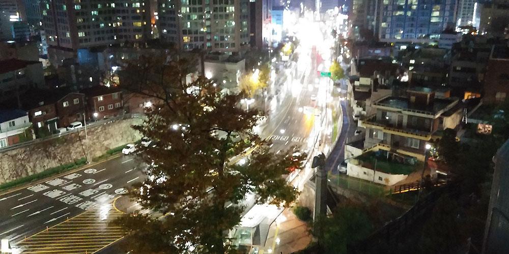韓国ソウル。南山ケーブルカー上り口からの景色 - Nソウルタワー(N Seoul Tower.)