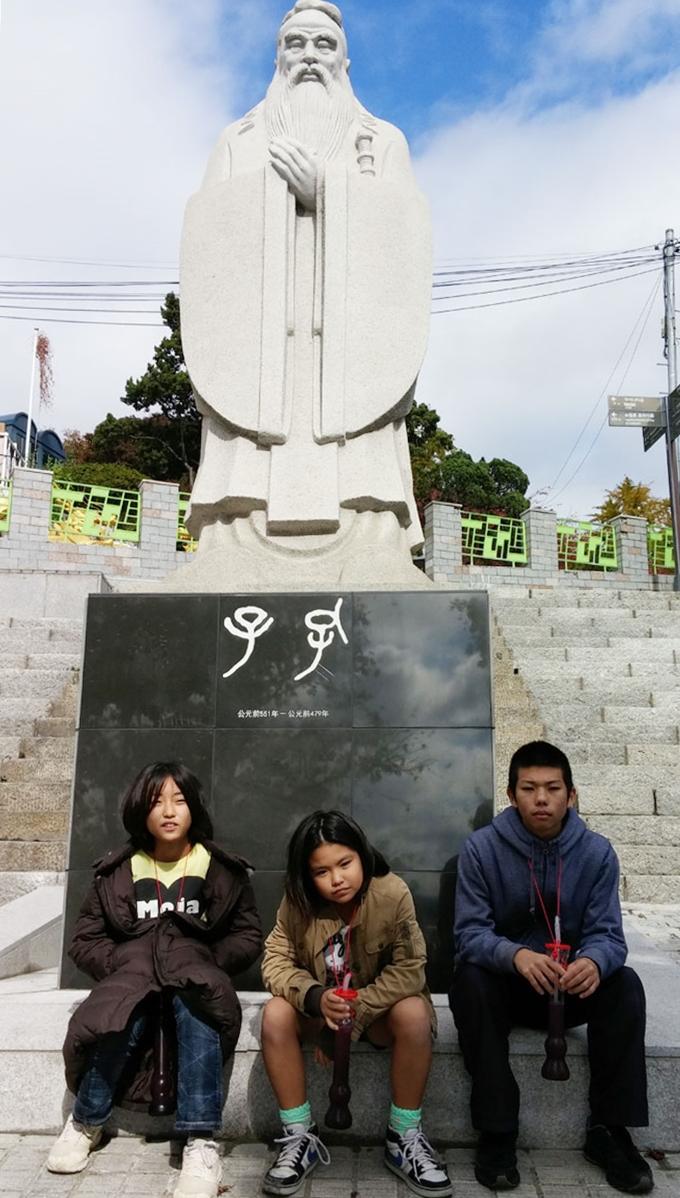 韓国。孔子像 - 仁川中華街(China town.)