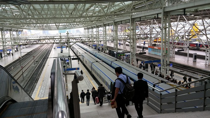 韓国。ソウル。ソウル駅の高速鉄道KTX乗り場 - 帰沖(Way back home.)
