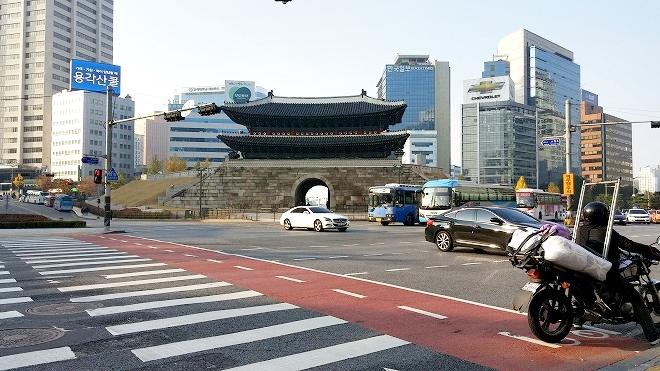 韓国。ソウル中区(チュング)北倉洞の朝・崇礼門