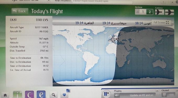 ドバイ、エミレーツ航空。飛行機の中の昼と夜