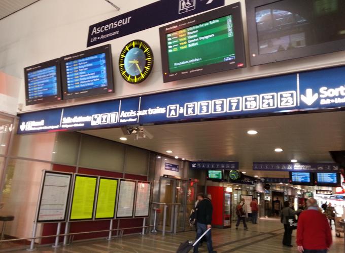 フランス・リヨン。リヨン・ペラーシュ駅(Gare de Lyon Perrache)構内