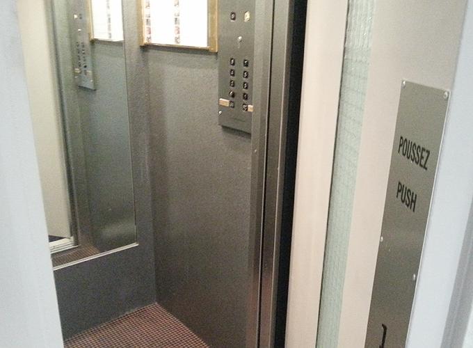 フランス・リオン。ドア付のエレベーター