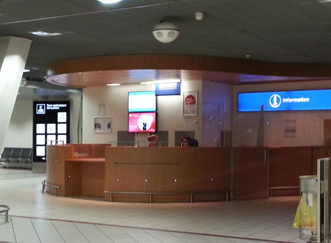 フランス、リオン。リヨン国際空港のインフォメーション