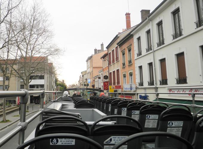 フランス・リヨン。2階建てオープンバスの2階はこんな感じ~