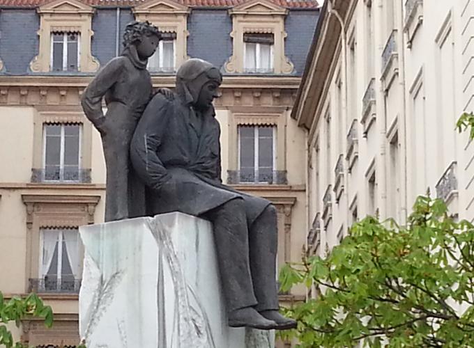 フランス・リヨン。サン=テグジュペリと星の王子様の銅像