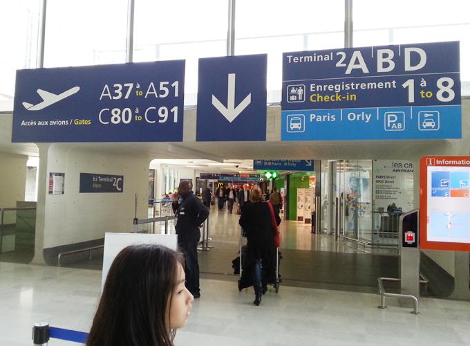フランス・パリ。CDG国際空港の中
