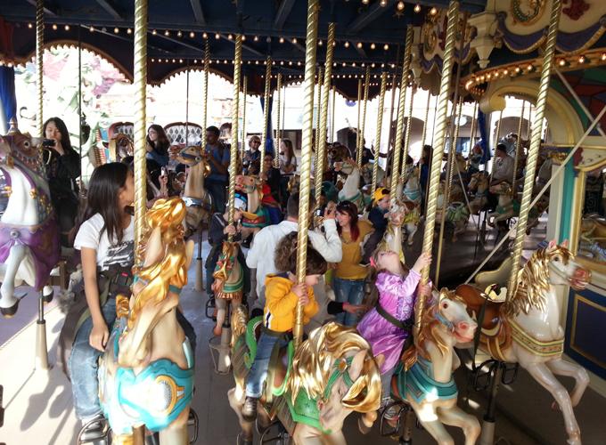 フランス・パリ:ディズニーランド。ランスロットのカルーセル(La Carrousel de Lancelot)