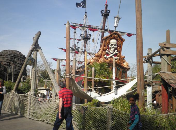 フランス・パリ:ディズニーランド。pirates beach.