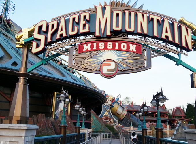 フランス・パリ:ディズニーランド。space mountain