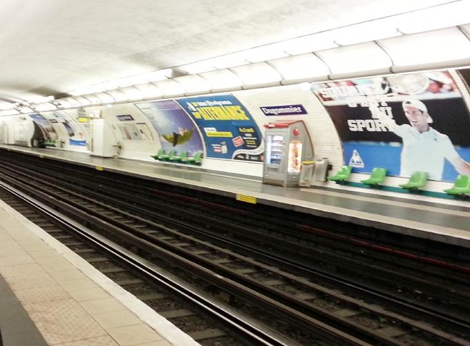 フランス・パリ。Inside basement of dugommier station.