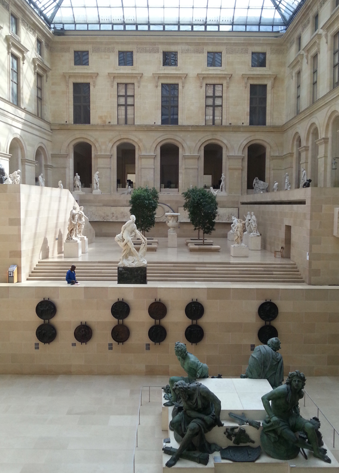 フランス・パリ。Inside view.